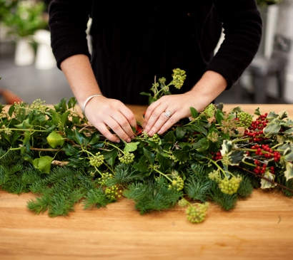 Emma Vowles 0076 red berries wreath making