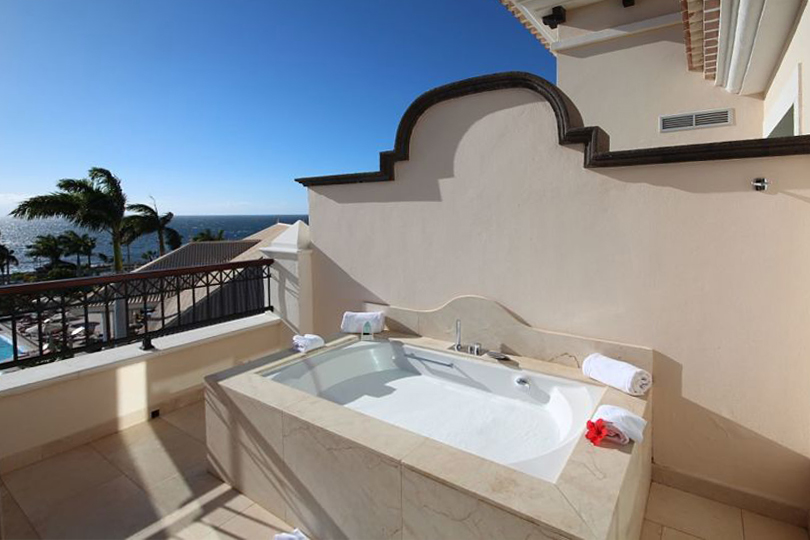 Bath tub on the balcony at the Red Level, Tenerife