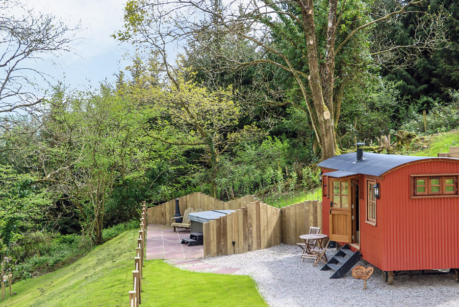 Luxury converted shepherd's hut in North Devon