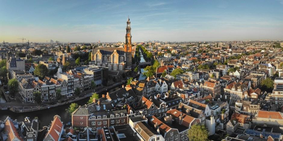 In 2030 krijgen huishoudens in Amsterdam voor tachtig procent elektriciteit uit zon en wind
