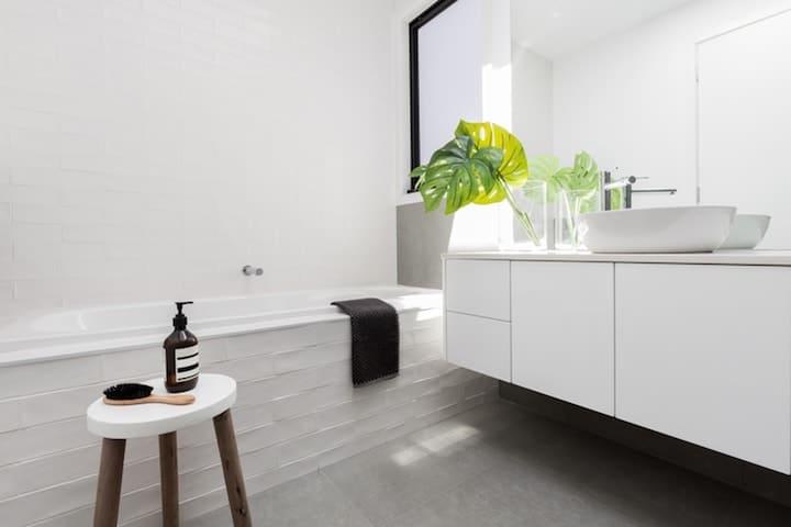 Badkamer Renovatie: Tips, Stappelnplan, Afmetingen & Prijzen