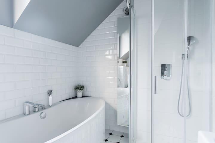 Voorbeelden Tegels Badkamer : Badkamertegels kiezen tips voorbeelden inspiratie voordelen
