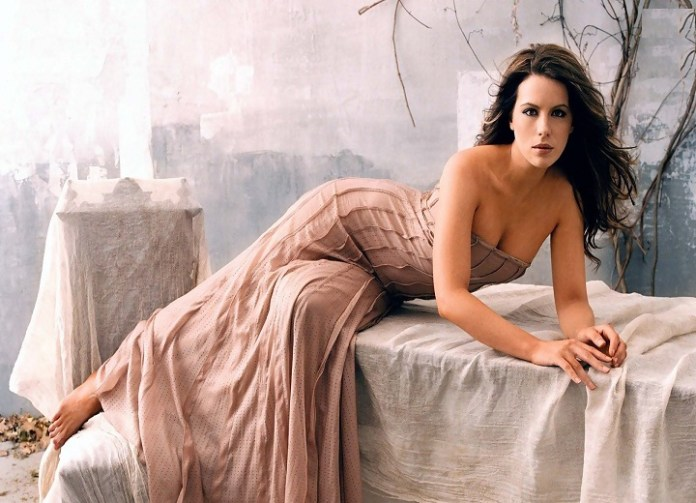 Kate Beckinsale poses in a dress with long legs