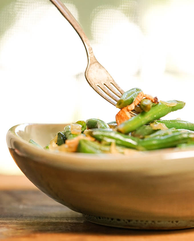 String Beans in bowl with fork.