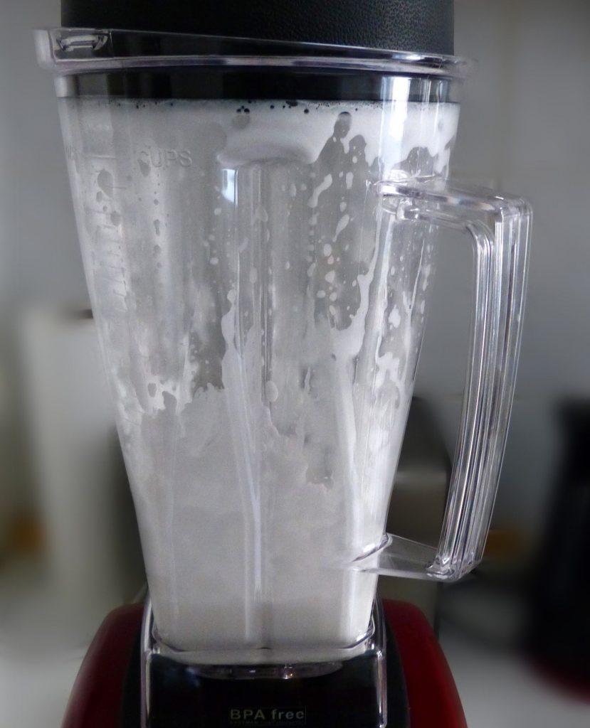 L1050858 829x1024 - Kokosmilch selbstgemacht und ein Kokos-Schoko-Smoothie