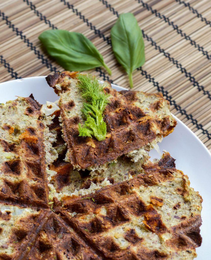 L1050853 LR 34 1 834x1024 - Herzhafte Gemüse-Waffeln: Curry-Karotte und Fenchel-Parmesan