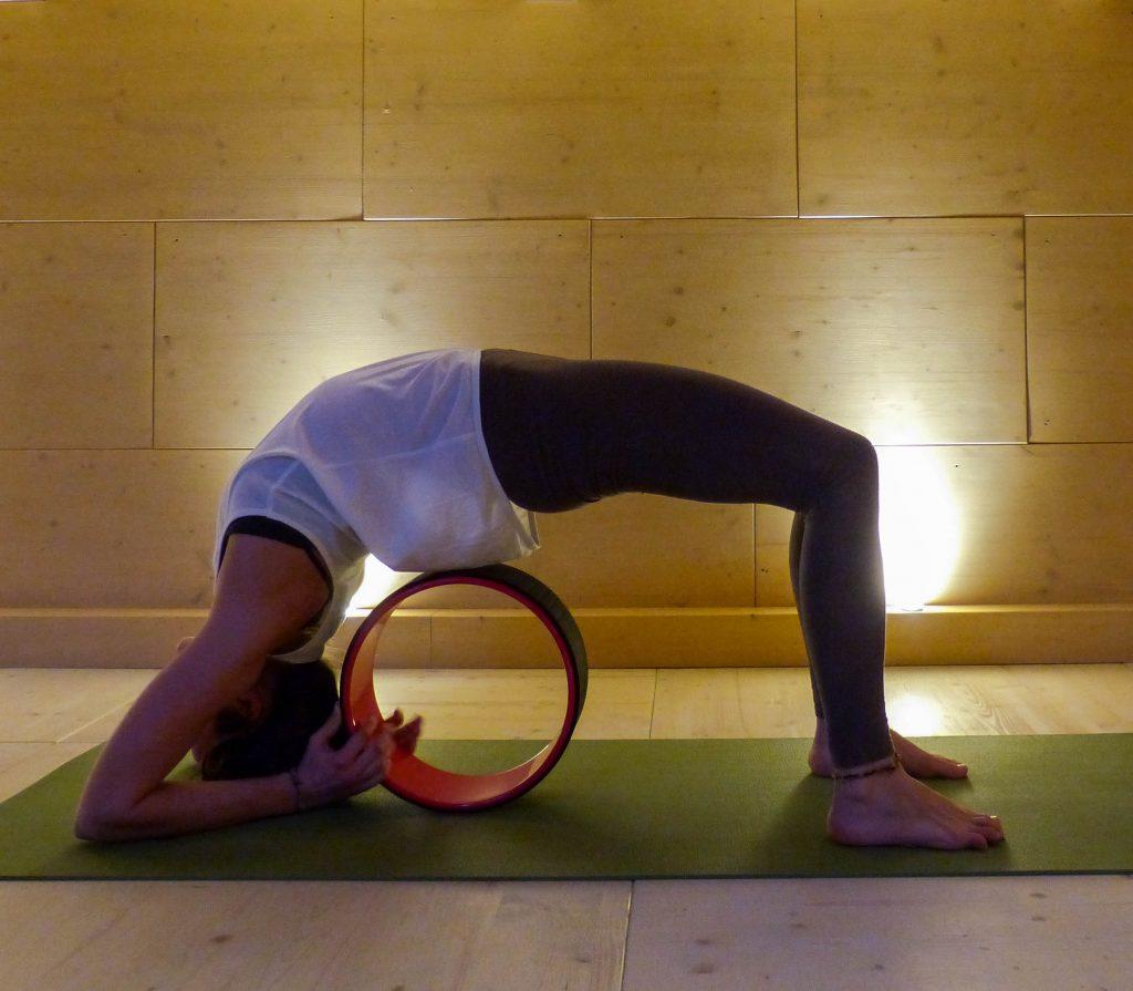 L1050853 LR 5 e1519232675218 1024x895 - Yoga Wheel: Vorteile und Übungen für eine mobile Wirbelsäule