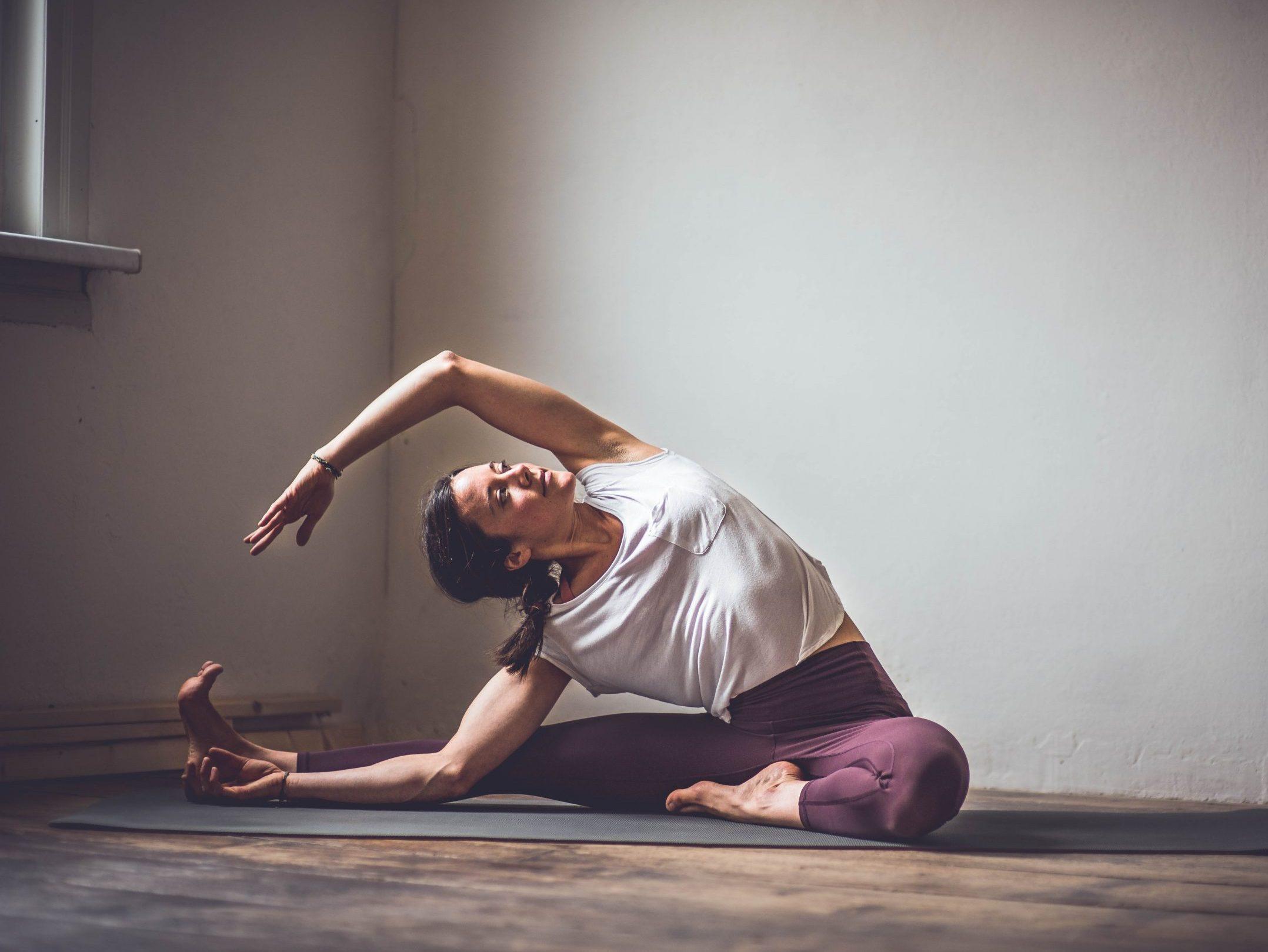 Anusara Yoga scaled e1610811438351 - LP - Morgenroutine Sanfte Entfaltung