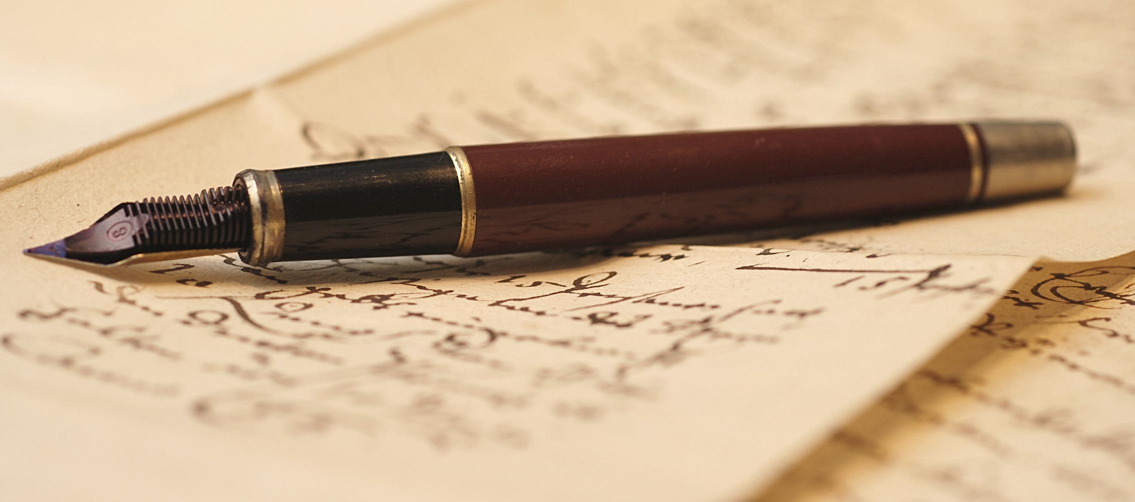good writing skills is a key to good social media internet writer