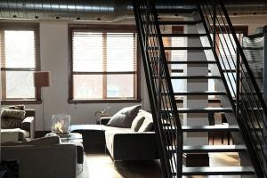 interieur style industriel escalier ouvert