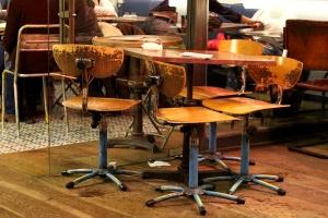 chaises de bureau de style industriel rénovées