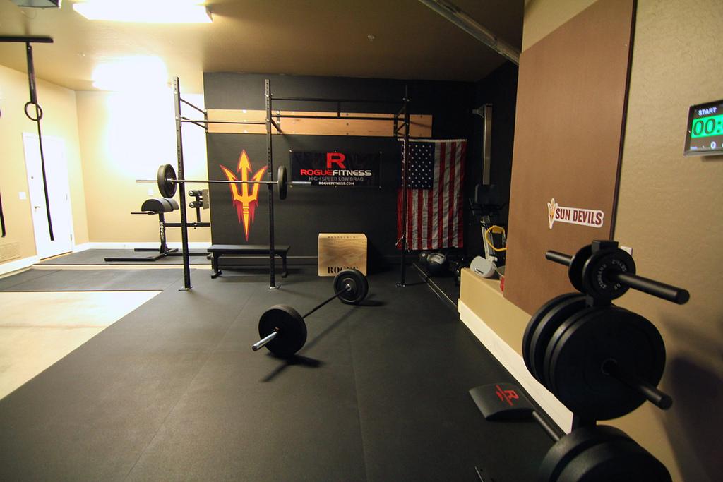 Nicely done Crossfit home gym