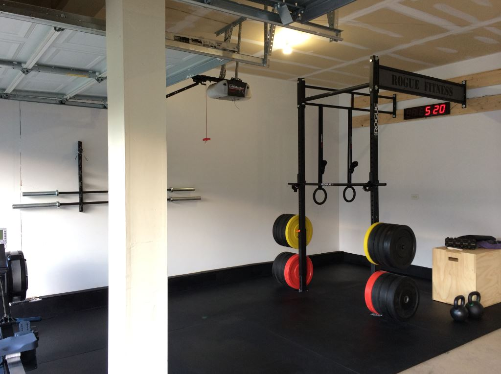 Minimalistic Crossfit garage gym