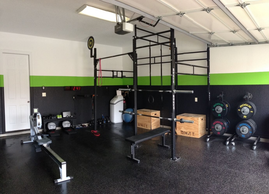 Crossfit gym with nice wall colors and flooring