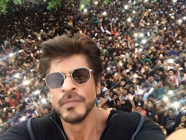 Shah Rukh Khan Fans Demand For An Announcement By Trending #WeWantAnnouncementSRK On Twitter