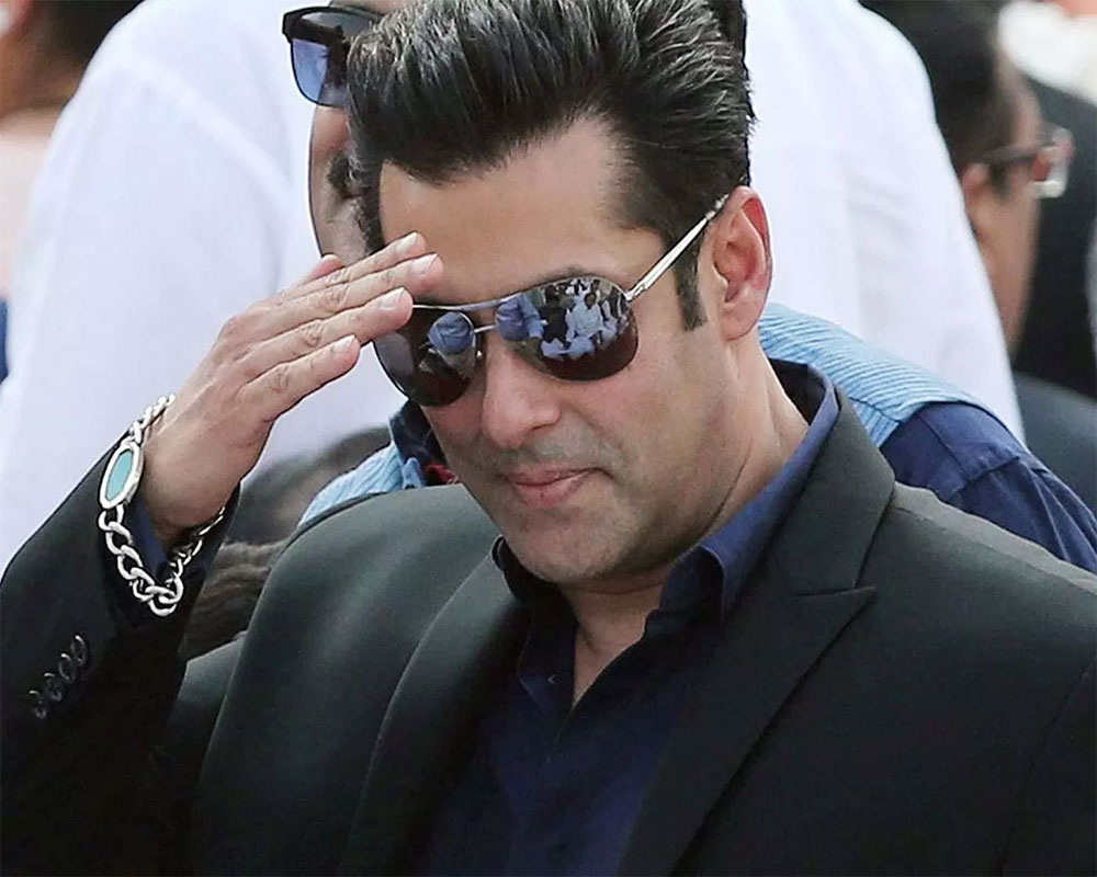 Salman Khan Took To His Twitter Handle Requesting All His Fans To Stand By Sushant Singh Rajput's Family & His Fans
