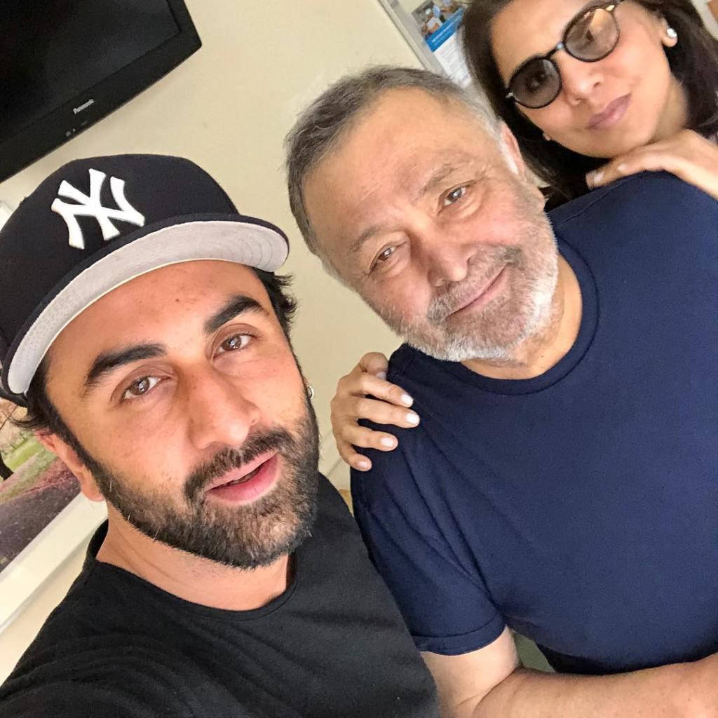 Rishi Kapoor Cremated At Chandawadi Crematorium, Alia Bhatt, Kareena Kapoor, Randhir Kapoor, Saif Ali Khan Stand Alongside Ranbir Kapoor & Neetu Kapoor!