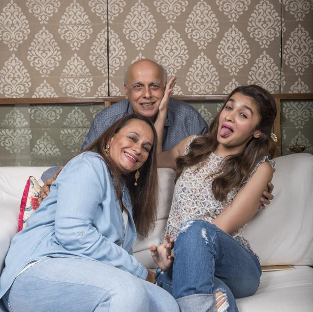 Amid Lockdown, Alia Bhatt Stepped Out Of The House & Visited Parents!