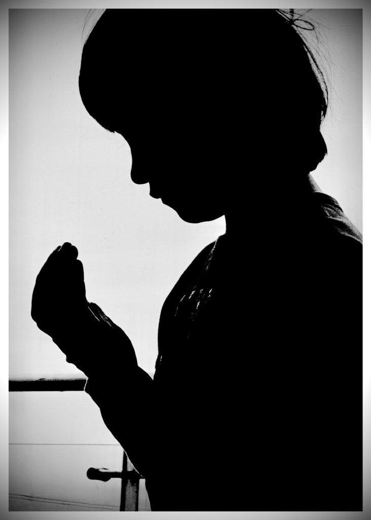 Shah Rukh Khan Wishes Everyone Eid Sharing An Adorable Picture Of AbRam Khan Praying
