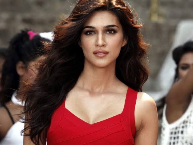 Kriti Sanon Confirms That She Tested Positive For COVID-19, She Has Quarantined Herself