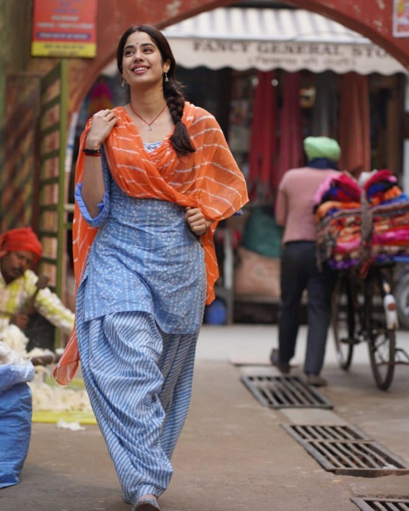 Protesting Farmers Halt Janhvi Kapoor's Good Luck Jerry Shoot, Ask Them To Extend Their Support?