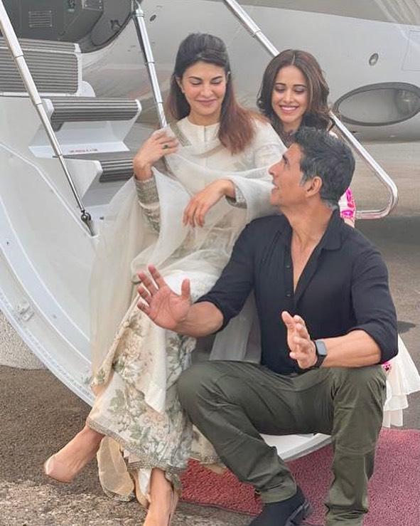 Akshay Kumar, Jacqueline Fernandez & Nushratt Bharuccha Flies To Ayodhya For Ram Setu Mahurat Shot