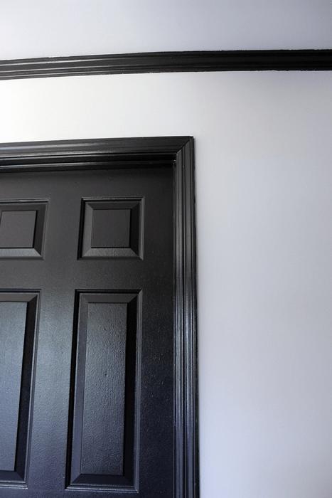 Benjamin Moore's Jet Black trim with White Dove walls