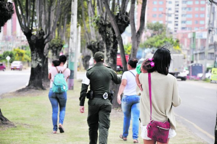 Denuncian mendicidad de niños venezolanos