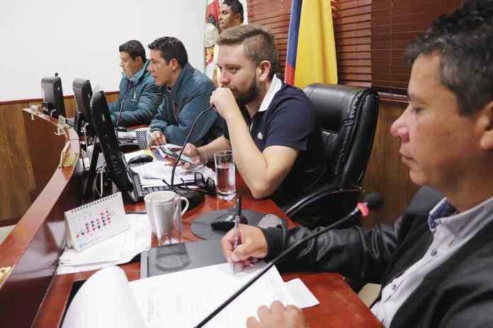 Para las 2:30 de esta tarde la mesa directiva del Concejo municipal citó a Fenacón y Creamos Talentos