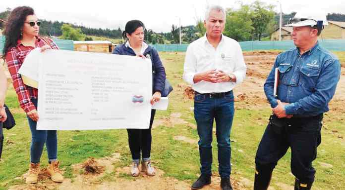 Alfonso Miguel Silva Pesca, alcalde de Duitama le hace seguimiento semanal a las obras de los colegios.