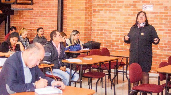La Secretaría de Salud convocó a alcaldes salientes y electos para la planeación integral en salud en sus municipios. Esta actividad se lleva a cabo por grupos en el auditorio de Hijas de la Iglesia de Tunja.