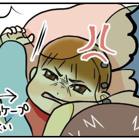 飛行機内で授乳ケープを使い、赤ちゃんが嫌がって大変な様子。