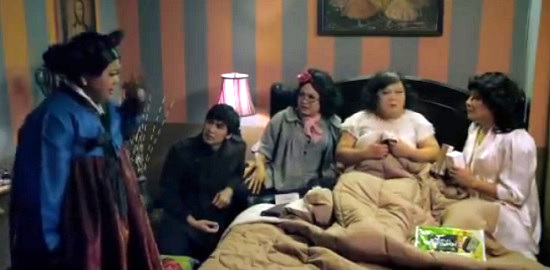 oh my ghost 4 queens in bed