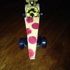 F.N.A.F. Golden Freddy's Pizza Ride