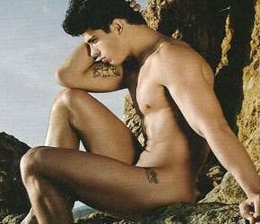 Revista WINQ | Edilson Nascimento encarna o Deus do Mar