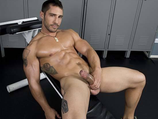 Cayden Ross gym pau duro