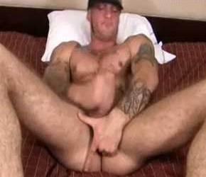Tatuadão socando uma bronha com Fleshjack