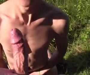 Sexo Gay em Público | Repórter paga para ser chupado e comer o cuzinho do boy