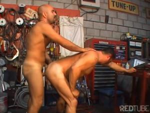 Sexo gay Daddy - Mamando o patrao na oficina 3