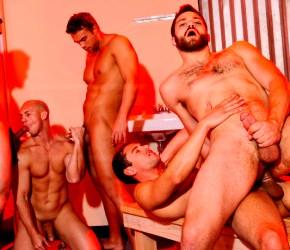 Clube da Suruba | Orgia gay entre homens sarados