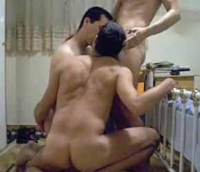 Trio de safados fode sem borracha - Amador Bareback