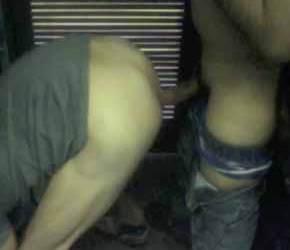 Amadores trepam em banheiro de shopping como profissionais - Bareback