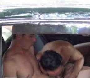 Trepando com estrangeiro no banco de trás do carro em SP