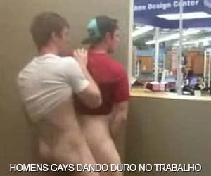 Gays levando pau no horário de trabalho