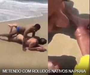 Coroa fode com nativos africanos na praia