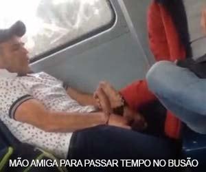 Passageiro flagra mão amiga no pauzudo dentro do busão