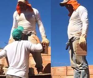Ajudante de pedreiro alisa cacete do colega e paga boquete - Tesão Gay
