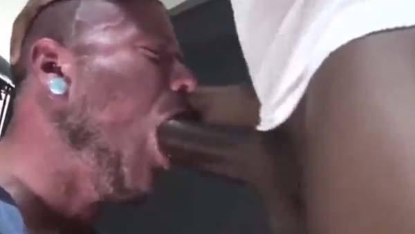 maltratando goela gay machao pica preta