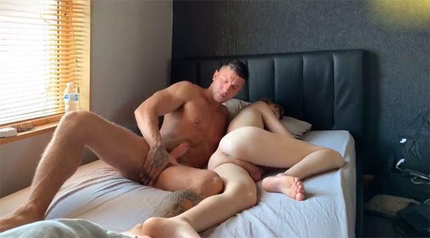 macho pau duro comendo leke dormindo