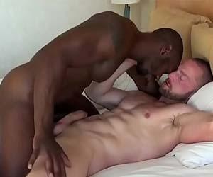 Isso que é sexo gay versátil interracial